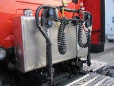 Nerezová olejová nádrž 200 L za kabinou