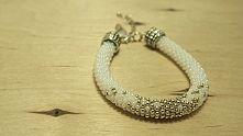 Piękna i bardzo stylowa bransoletka wykonana z koralików toho na szydełku. Handmade bracelet of Toho beads. Very stylish and fashionable. Perfect for a gift.