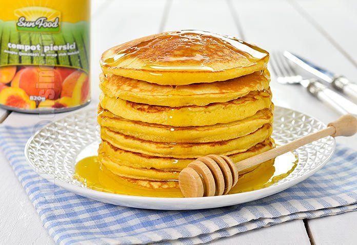 Pancakes cu piersici sau clatite americane cu piersici poate reprezenta un mic dejun delicios sau o gustare pe care toata lumea o va adora.