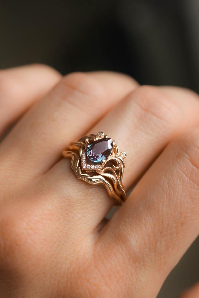 Alexandrite Bridal Ring Set Art Nouveau Engagement Ring With Diamonds In 2020 Art Nouveau Engagement Ring Nature Inspired Jewelry Vintage Inspired Engagement Rings