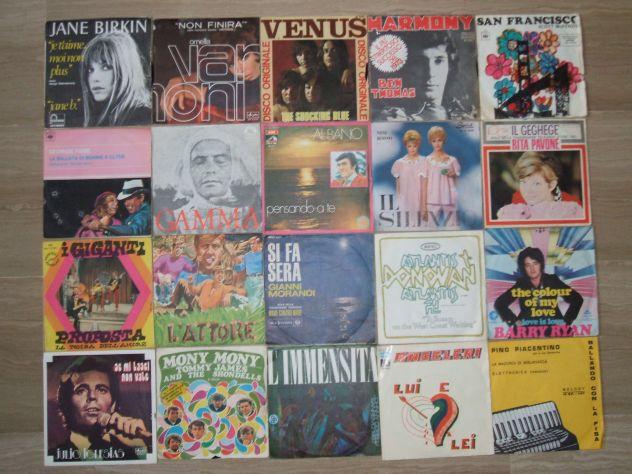 Collezione di dischi in vinile, 45 giri, con bauletto.