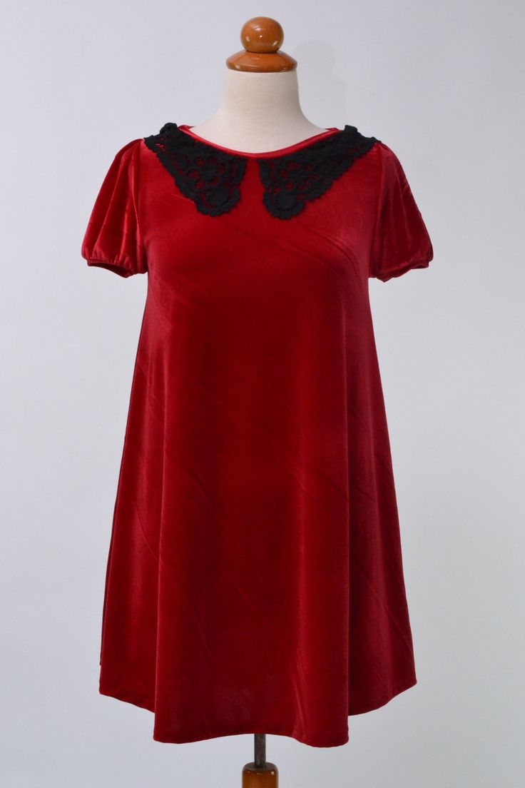 Rich red velvet smock tunic with short sleves and intricate black lace collar. Mixing red velvet and black lace can only result in an outstanding outfit with a touch of the dark side...