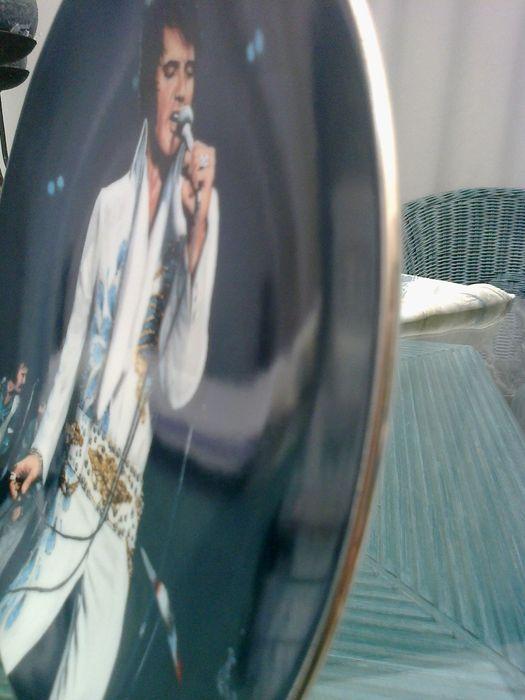 Elvis Presley delphi plaat bord  Elvis Presley delphi plaat bordmet een gouden zijdevan origineel kunstwerk door Bruce Emmetteditie beperkt tot een maximum van 150 dagen stoken.met delphi................................................................................................nummerplaat 14610Elvis Presley. En Elvis zijnHandelsmerken van Elvis Presleyjaar C 1991 Elvis Presley ondernemingen. Inc.Delphi oorspronkelijke U.S.A het toegestane aantal collector.s platen  EUR 10.00  Meer…