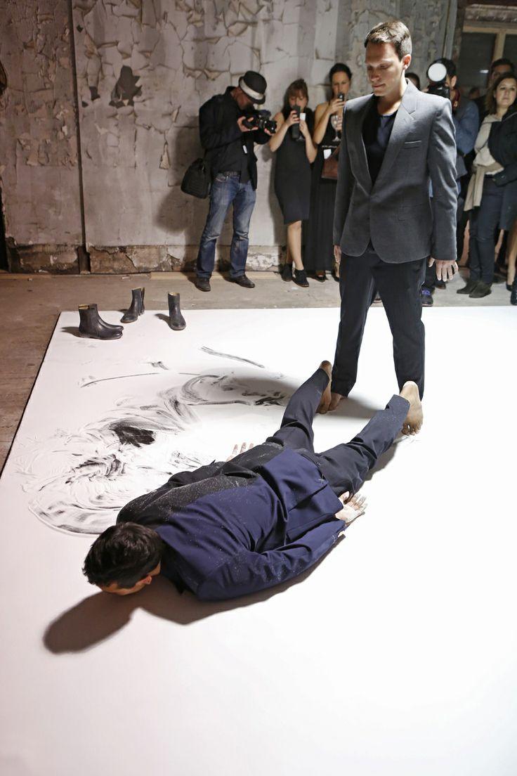 Les Invités Ont apprecié spectacles de danse contemporaine, chorégraphie par Anne Teresa De Keersmaeker et Avec La Compagnie de danse Rosas, ...