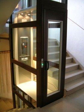 Orion - Ascenseur monte escalier DIJON  Un élévateur privatif hydraulique - dimensions options et coloris au choix du client. S'intègre dans pratiquement toutes les configurations. Installation dans gaine existante ou à créer. Projet livré clé en mains et réalisé en un mois (maçonnerie inclue).