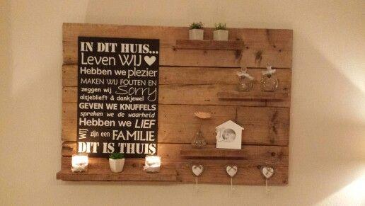 Wandbord met tekst en plankjes