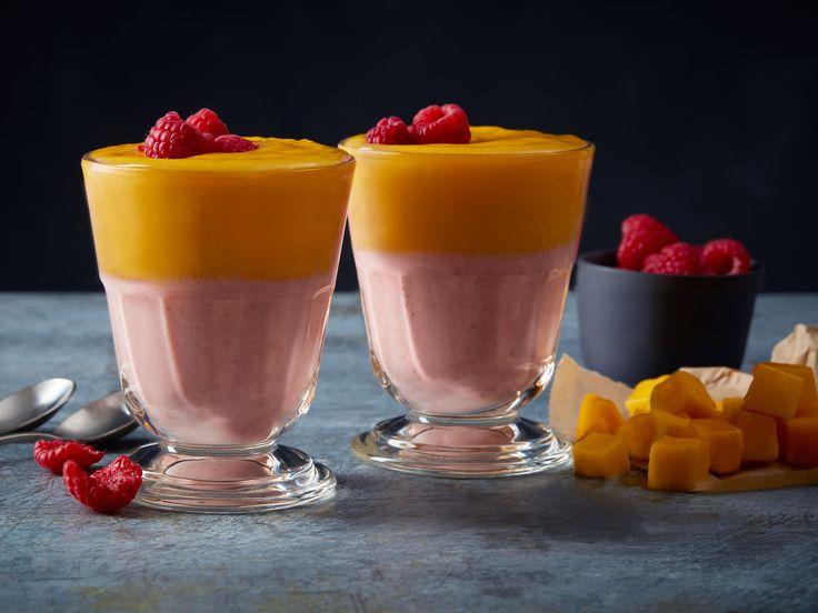Grekisk yoghurtsmoothie med apelsin, mango, banan och hallon | Recept från Köket.se