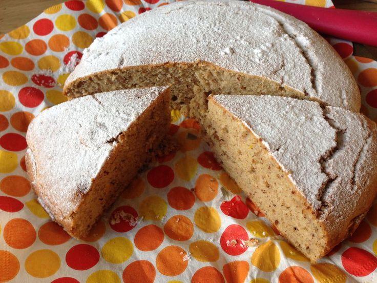 Eksi KoeKoe is een heel erg populair Surinaams gebak. Je kunt het nog het beste vergelijken met eiercake. Het originele recept bevat aardig wat suiker en eieren