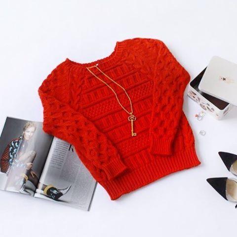 Доброе утро 💕💕💕, когда не радует погода, нам всегда хочется добавить яркого цвета❤️ Красный свитер из хлопка (5.500₽)❤️