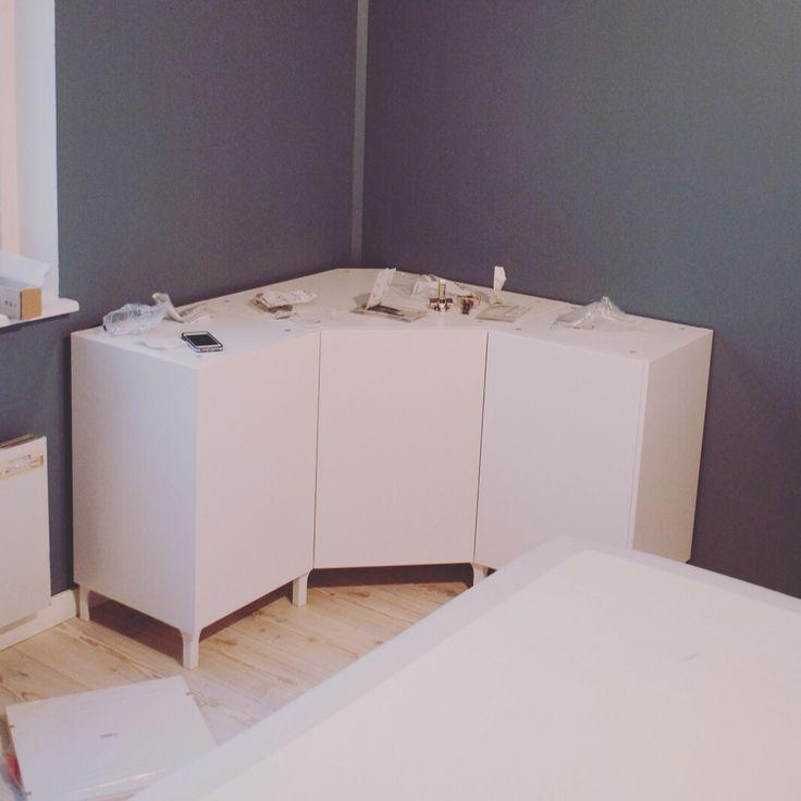 Egengjord hörnbyrå! Gjord på Ikeas köksskåp