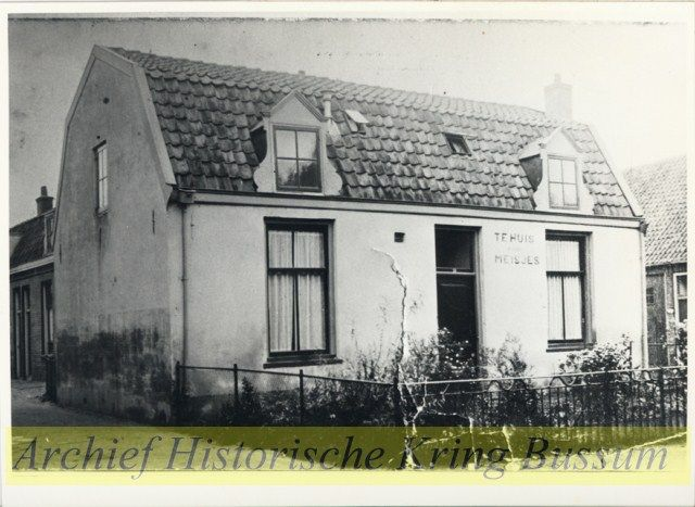 Tehuis voor meisjes aan de Landstraat 29 Nederlandsche Vrouwenbond tot verhooging van het zedelijk bewustzijn Een aantal jaren v...