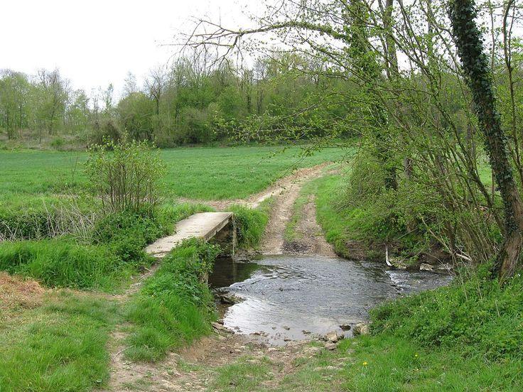 Traversée du ru des Avenelles (ou ru de l'Orgeval) Seine et Marne