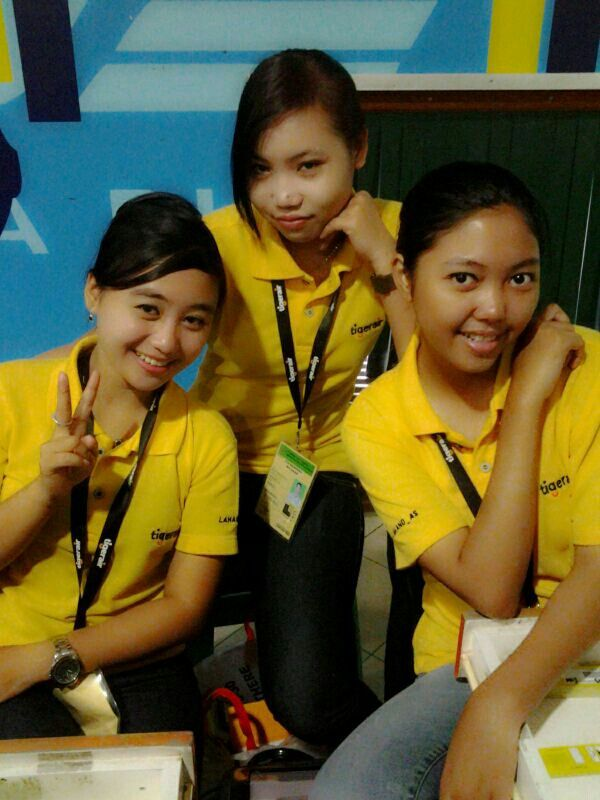 With tya-selvi n me #picture in counter tigerair bdo :-D