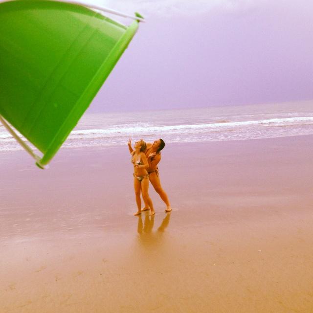 @Caitlin Burton Mackenzie: We MUST do this tomorrow when we go to the beach! <3