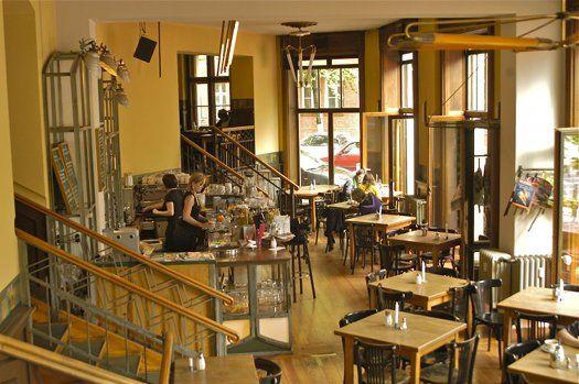 Café Butter - Helles Café mit Frühstück und Brunch, wechselnder internationaler Tageskarte und Außenbereich.
