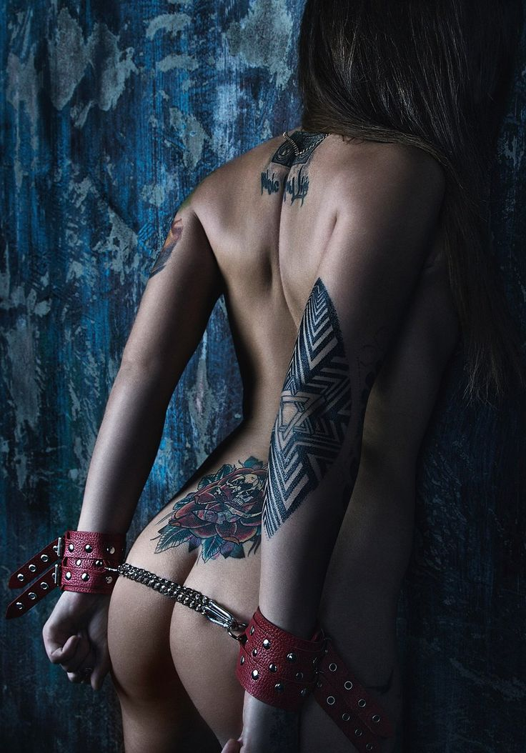 girls-with-kinky-tattoos