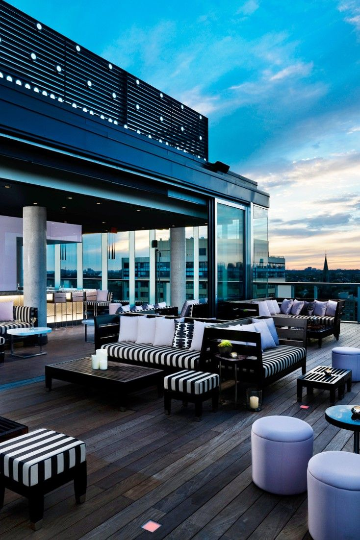 When the weather heats up the scene moves to the rooftop pool and lounge. #Jetsetter