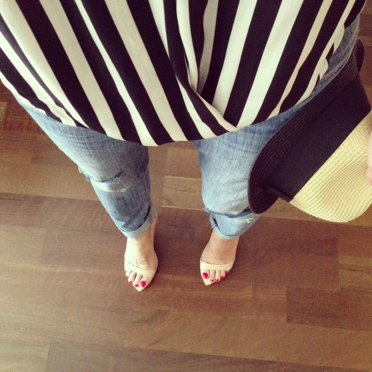 View from the top. Black and white stripes. #ootd Street style, street fashion