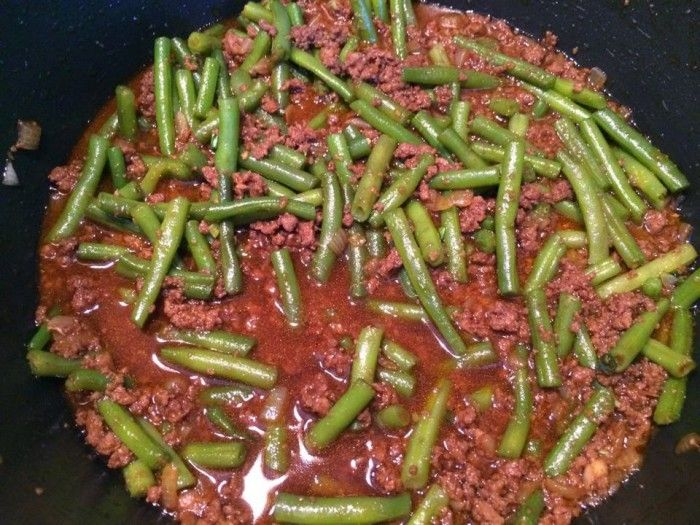 Recept van mijn mama. Sperziebonen met gehakt in ketjapsaus. Lekker met rijst.