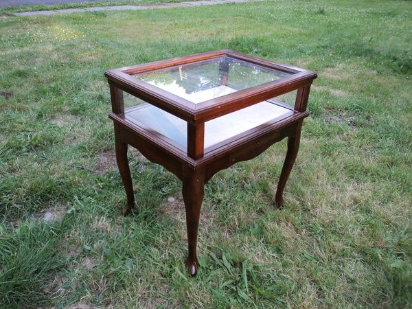 Best Bombay Cherry Queen Anne Curio End Table End Tables 400 x 300