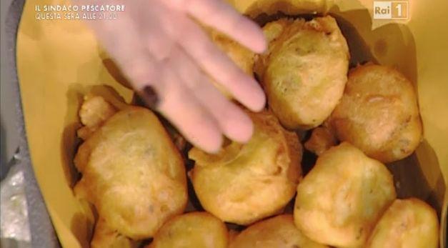 La ricetta dei bignè di patate e acciughe di Anna Moroni   Ultime Notizie Flash