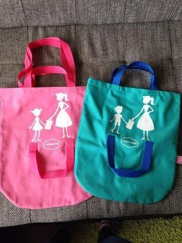 Shopping bag with holder for the kids