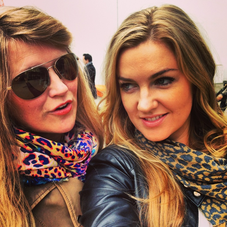 Tess & Anna - colourful in Milan