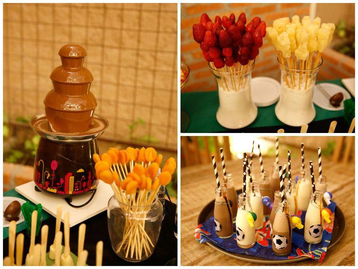 Cascata de chocolate com frutinhas deliciosas e garrafinhas divertidas - Pedro Gissoni - 7 anos