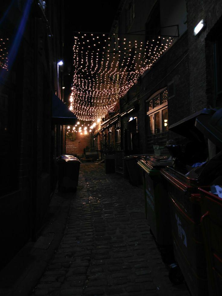 Another Street in Leeds #lights #street #night #christmas #luces #navidad #callejon #Leeds #England #WestYorkshire