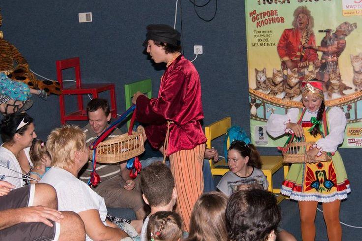А вы часто ходите на спектакли со своими детьми? Пора познакомить их с любимыми героями сказок в живую. Пусть каждый ваш поход в театр в Израиле приносит радость и удовольствие!