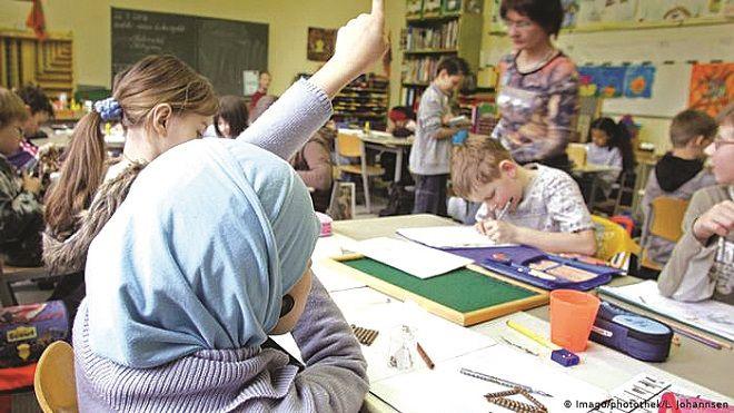 صيام الأطفال في مدارس ألمانيا البعض يراه عقوبة وآخرون دافعا للتعايش أطفال الثقافة تحقيق تقرير ألمانيا رمضان Www Alayyam Kotatsu Table Decor Kotatsu