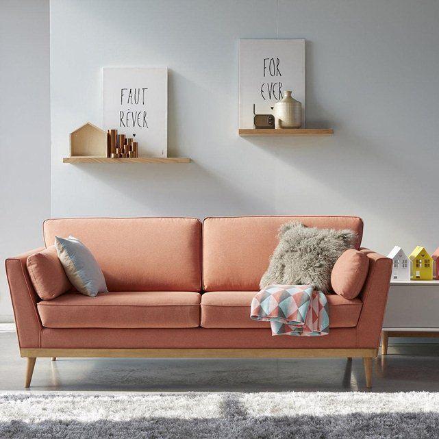 Le canapé Tasie vintage : lignes épurées à la parfaite symétrie, pieds fuselés style scandinave et accoudoirs évasés offrant un grand confort, ce superbe canapé sera la pièce maîtresse de votre séjour. Fabrication Française.