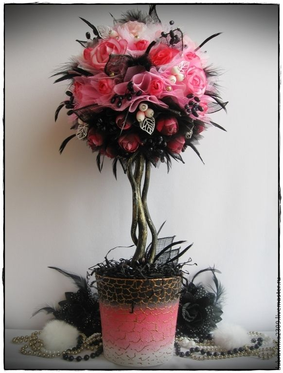 """Купить Топиарий """"Южная ночь"""". - розовый, омбре, чёрный, перья, Снежноягодник, органза, перья, ягодки"""
