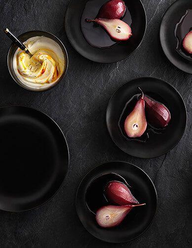 RICETTE SVEDESI di IKEA: Pere al glögg con panna allo zafferano - scopri la ricetta su https://nuovecollezioni.ikea.it/ricettesvedesi/