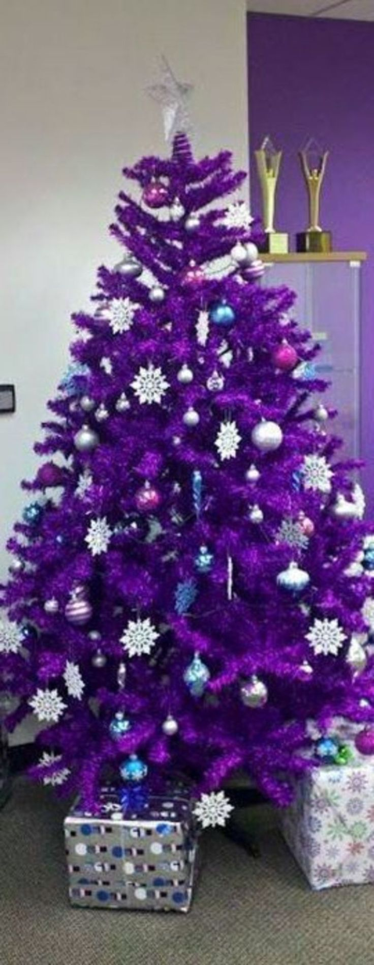Nice 39 Beautiful Purple Christmas Tree Decoration Ideas. More at http://trendecor.co/2017/11/27/39-beautiful-purple-christmas-tree-decoration-ideas/