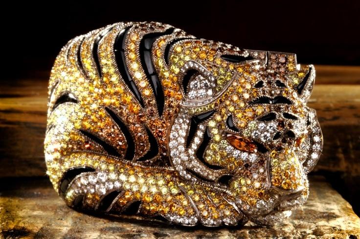 Bracelet - white gold, brown, orange and yellow diamonds, onyx, yellow-orange diamond eyes, brilliants. Philippe Gontier © Cartier 2012 (plus grande)