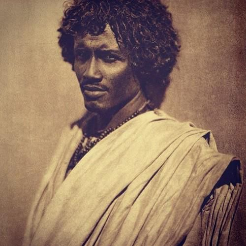 A Moor from Aswan, Egypt, 1910. Few today talk about the remnants of original people of Egypt, who lived there for thousands of years. Yes, they are still there, although the invading Arabs and their descendants who currently populate the country have tried to take that identity for themself, the seeds of the Pharaohs are still alive. Interestingly, an Arab lady (writer) was threatened and harassed for trying to shed light on the original people of Egypt.