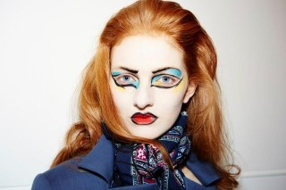 Extravagant make up, a very Vivienne Westwood's style