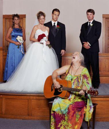 Crazy Guitar Mother Of The Bride | 11 Hilariously Awkward FamilyPhotos