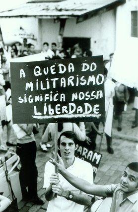 A ditadura militar no Brasil - São Paulo, 1º de janeiro de 1968 Protesto de estudantes contra o regime militar
