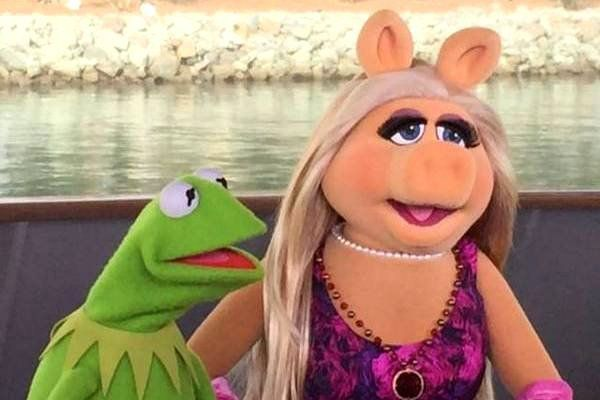 miss piggy and kermit break up | Kermit and Miss Piggy Break Up Before 'The Muppets' Reboot Premieres ...