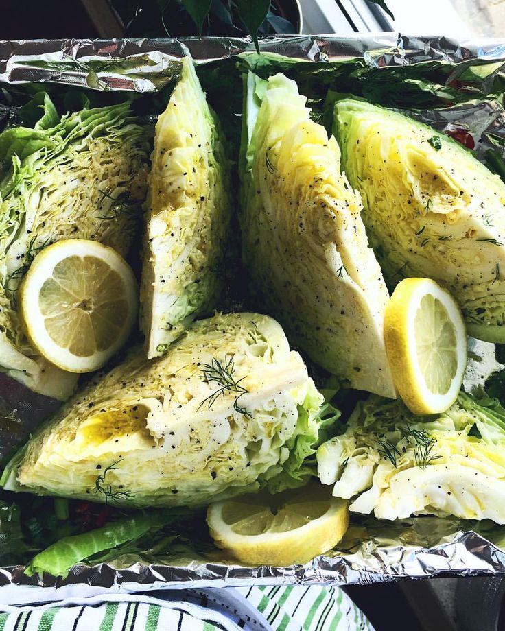 TOASTED CABBAGE... Som ett gott tillbehör rekommenderar vi att baka grönsaker i ugn med färska örter, olivolja & citron. Som spetskål tillexempel. Egentligen är det inte säsong för just denna kål nu, men savojkål eller bakad vitkål fungerar precis lika bra! supergott. /// recept fav