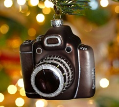 Love this Camera Ornament! I Heart Faces Holiday Photography Gift Guide. #Christmas