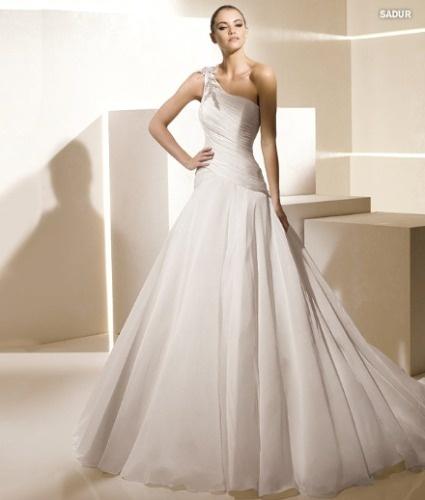 Vestidos de Noiva 2012 – as 8 principais tendências para você se inspirar! Assimétricos. Fashion Sadur - La Sposa 2012