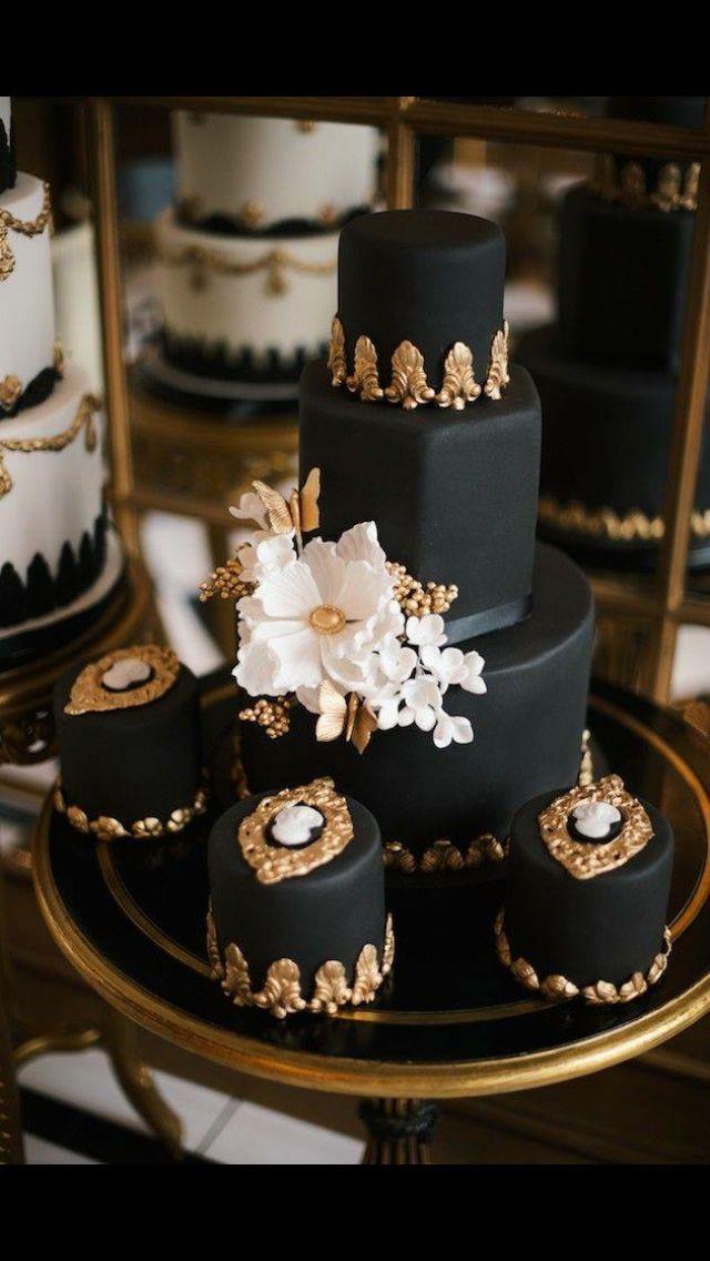 #GoSimpleGoChic All edible classic monochrome base with gold embellishments.