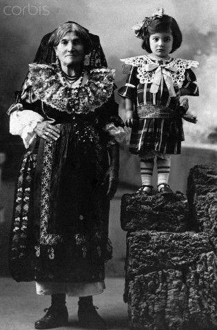 Old Woman and Little Girl - 1920 Catanzaro Calabria #TuscanyAgriturismoGiratola