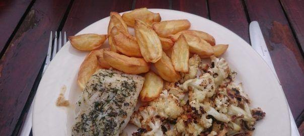 #Recept: kabeljauw met bloemkool uit de oven en gebakken aardappelpartjes van #overkruiden