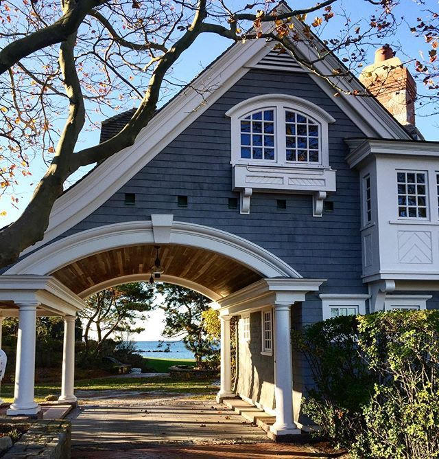 Braving the cold is so worth it when you can walk past homes like this. #architecture #oceanview #oceanhome #verynefl #watchhill #rhodeisland #luxurylifestyle #luxuryproperty #house #home #verytandc #newenglandfineliving #newenglandliving #newenglandstyle #newengland #traditionalhome