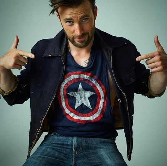 Chris Evans Captain America. Aw. XD