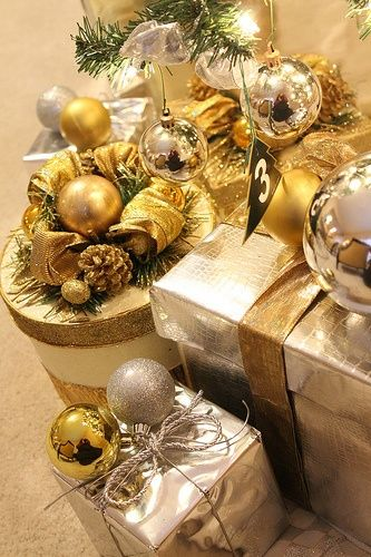 Classic christmas wrapping: Gold & Silver. Spritz with #soluxairfresheners in #premiumgold or #premium silver.
